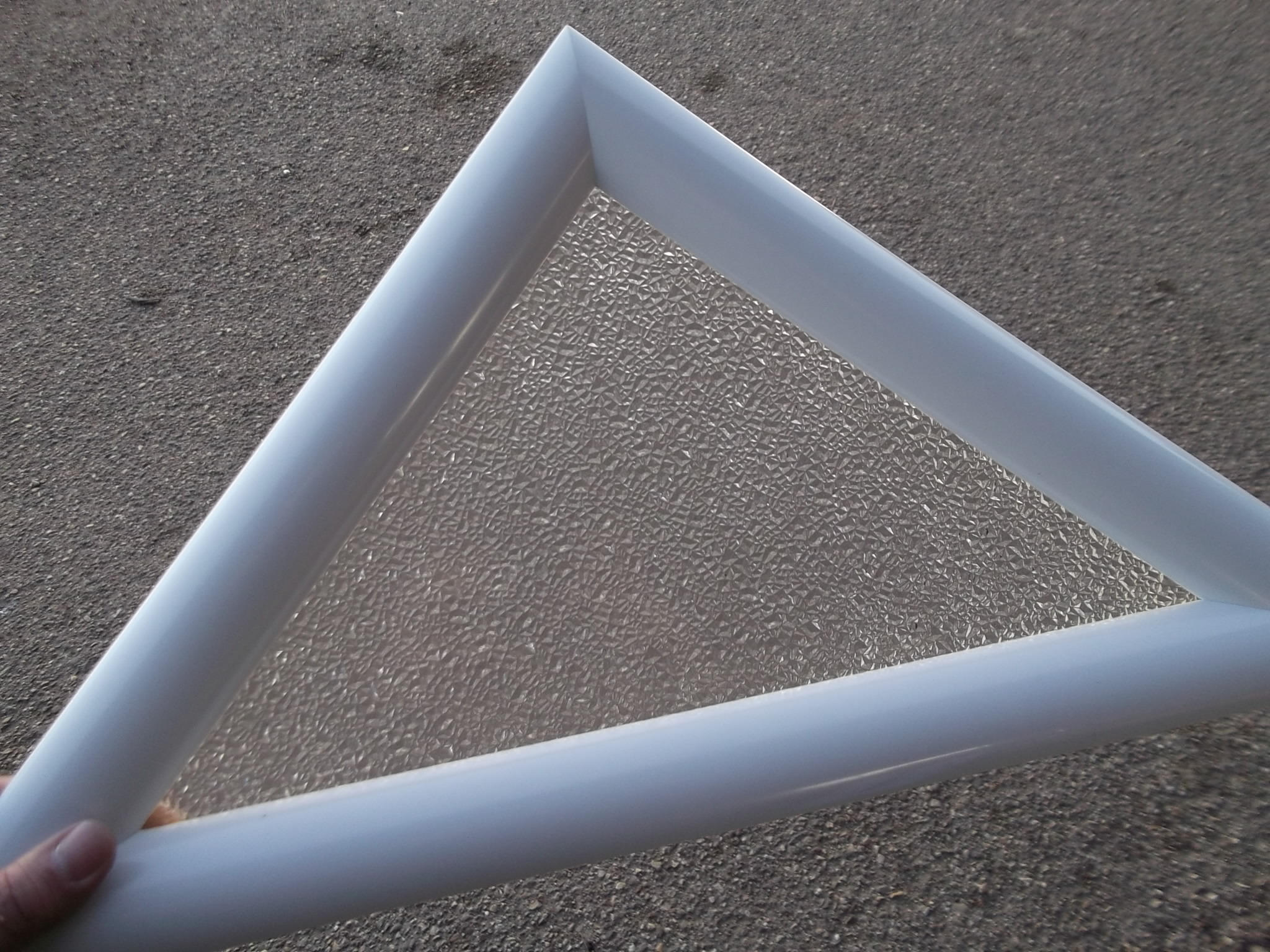 hublot triangulaire pvc blanc 1 vitre opaque al atoire. Black Bedroom Furniture Sets. Home Design Ideas
