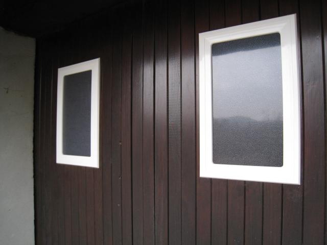 hublot blanc noir rectangulaire vitrage polycarbonate. Black Bedroom Furniture Sets. Home Design Ideas